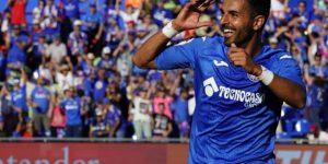 Ángel celebra un gol con el Getafe en LaLiga Santander.