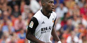 Kondogbia, durante un partido con el Valencia.