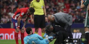 Dani Giménez, atendido en el Wanda Metropolitano.